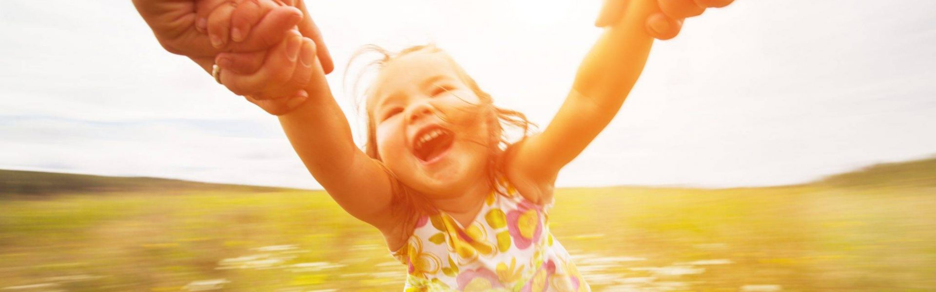 playing-child-is-healthy-and-happy-after-osteopathy-treatment