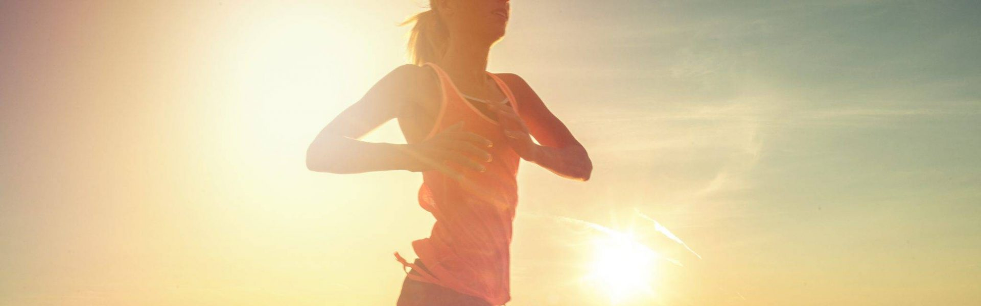 woman-running-without-sporting-injuries-after-osteopathy-treatment